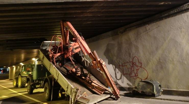 Zum Unfall kam es bei der SBB-Unterführung beim Neumarktknoten in Brugg.