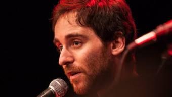 Remo Zumstein aus Schliern bei Köniz hat am frühen Samstagmorgen in St. Gallen den Schweizermeister-Titel im Poetry Slam bekommen (Handout).