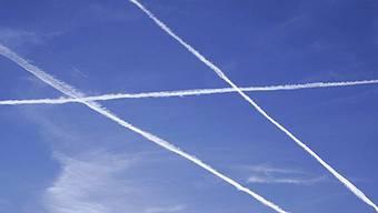 Fluglärm-Gegner fordern, dass eine Rationierung des Flugverkehrs geprüft wird. (Symbolbild, Archiv)