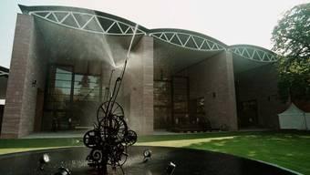 Arbeiten von zehn Künstlern aus der Auseinandersetzung mit Jean Tinguelys Zeichenmaschinen sind ab Morgen im Museum Tinguely in Basel zu sehen.