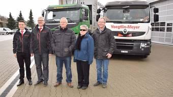 Übernahme der Sparte Entsorgung (v. l.): Sandro Graf und Martin Gautschi von der Voegtlin-Meyer AG mit Beat Hürlimann, Doris Hürlimann und Christian Hürlimann.