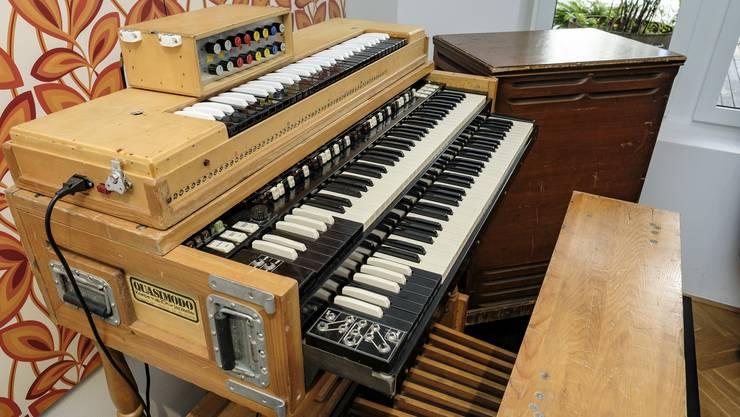 Die Hammondorgel des Basler Musikers Stephan Ammann stand jahrelang in der Garage, bevor sie den Weg ins Musikmuseum fand.