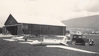 Der Oltner Militärhangar mit dem Segelflugzeug Spalinger S 18 II HB-214 von Jakob Spalinger