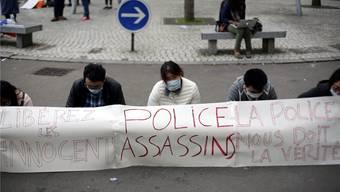 «Polizisten, Mörder»: Chinesische Einwanderer in Paris fordern von der französischen Polizei Gerechtigkeit.AP/Keystone