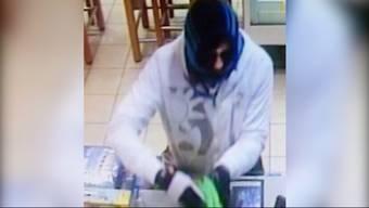 Ein bewaffneter Mann überfiel vor über einer Woche die BP-Tankstelle in Spreitenbach und auch eine UBS-Filiale. Der Täter wurde nun gestellt. Auch durch die Mithilfe vom Casino Zürich.
