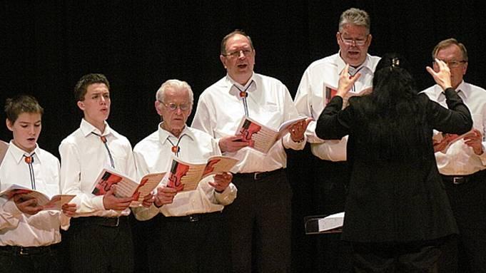 Die Mägi-Singers traten als verjüngter und damit wieder stimmkräftigerer Chor, geleitet von Christina Teller, erstmals öffentlich auf.  ursula burgherr