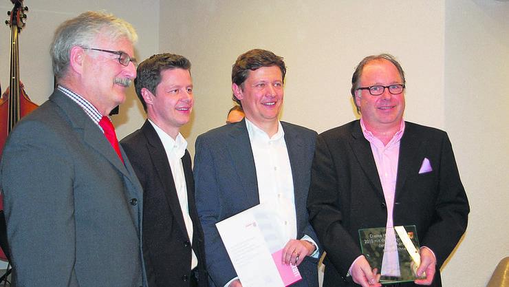 Stadtammann Marcel Guignard, die Architekten Beat und Thomas Schneider und Markus Berner, Besitzer des Herzog-Hauses. Foto: erl
