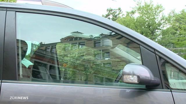 Polizei rettet Baby aus geschlossenem Auto