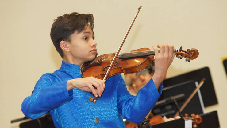 Der 13-jährige Solist Raphael Nussbaumer spielt das G-Dur Violinkonzert von Wolfgang Amadeus Mozart