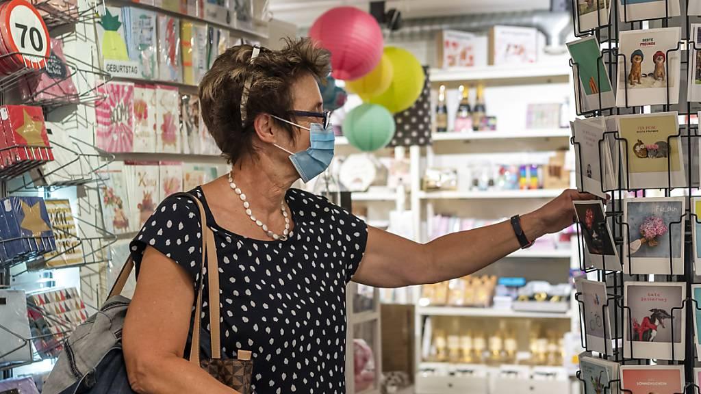 Ab Samstag auch in Luzern Pflicht: Maskentragen beim Einkaufen. (Symbolbild)