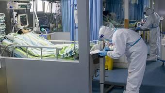 Die Angst vor einer weltweiten Ausbreitung des Coronavirus wächst. (Symbolbild)