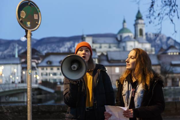 Kurze Ansprachen bevor es über die Kreuzackerbrücke geht.
