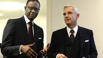 Tidjane Thiam ist seit Mitte 2015 Konzernchef der Zürcher Grossbank Credit Suisse. Engagiert hat den Ivorer Verwaltungsratspräsident Urs Rohner (rechts).