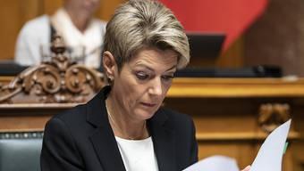 Karin Keller-Sutter (FDP) kämpft gemeinsam mit drei anderen Bundesräten gegen die Begrenzungsinitiative der SVP. (Archivbild)