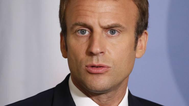 Der französische Präsident Emmanuel Macron hat die Franzosen aufgerufen mehr Geduld zu zeigen. Macrons Umfragewerte sind in den ersten hundert Tagen seiner Amtszeit stark gesunken. (Julien Warnand/Keystone)