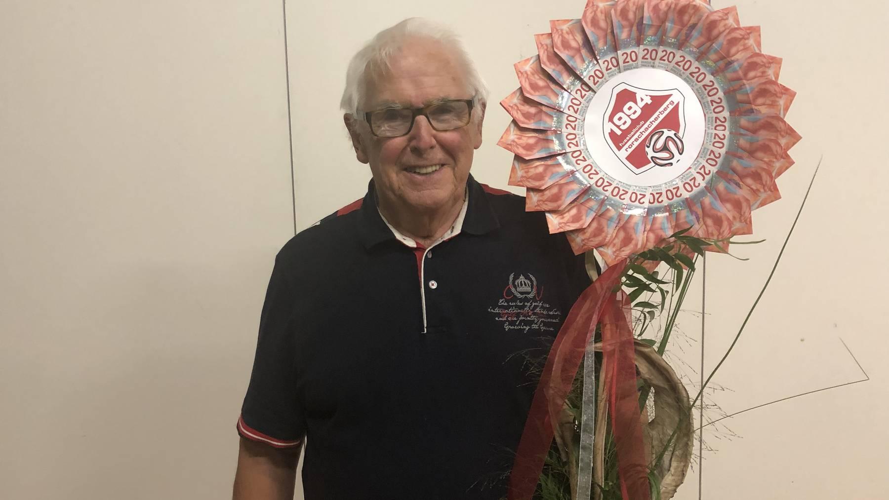 Sein Abschiedsgeschenk spendet Bruno Hess an den Verein Namaskaar - und verdoppelt den Betrag.