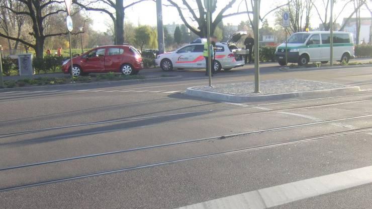 Die 50-jährige Autofahrerin übersah vermutlich ein Rotlicht.