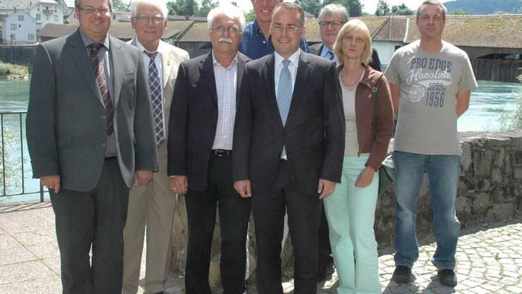 Europaminister Peter Friedrich (hinten Mitte) traf sich mit Politikern aus Stein und Bad Säckingen und erörterte Probleme aus der Grenzregion. Bai/sk