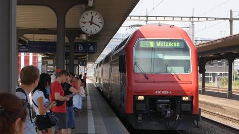 Bahnhof Schlieren: Der sichere Bereich auf dem Perron wurde um 20 Zentimeter verbreitert.