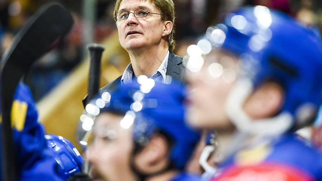In der Warteschlaufe: Trainer Arno Del Curto und die Mannschaft sitzen in Göteborg fest (Archivbild)