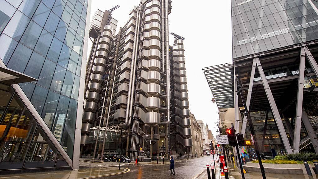 Ein Blick auf das Lloyd's-Gebäude in London. Wegen wirtschaftlicher Probleme in der Corona-Krise haben einer Studie zufolge Hunderttausende Menschen Großbritannien den Rücken gekehrt. Foto: Ian West/PA/dpa
