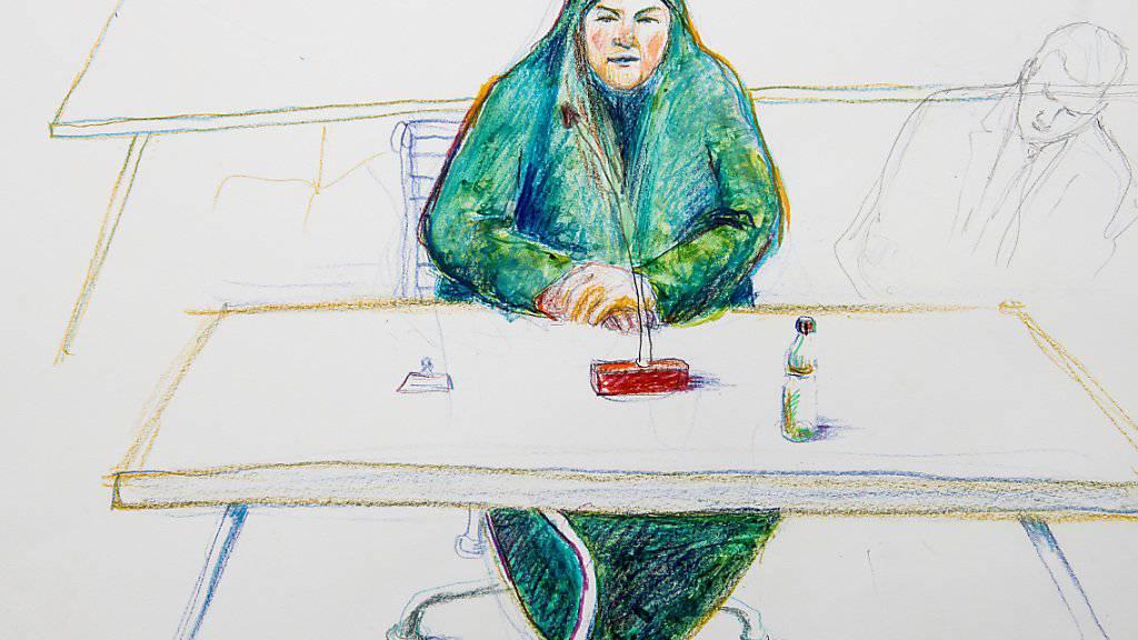 Gerichtszeichnung: Eine mutmassliche Dschihad-Reisende vor dem Bundesstrafgericht in Bellinzona, am Freitag, 15. Dezember 2017.