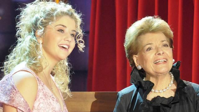 """""""DSDS""""-Kandidatin Bea Egli 2007 mit Lys Assia, die ihr vorwarf, zu dick zu sein um den Grand Prix der Volksmusik zu gewinnen (Archiv)"""