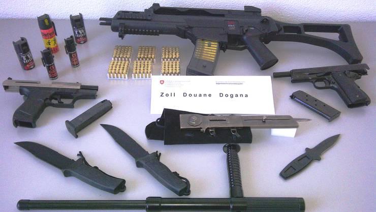 Vom Zoll Basel sichergestellte Waffen