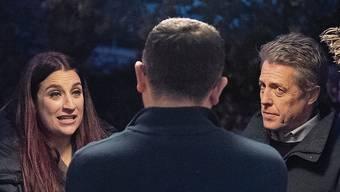 Hugh Grant beim Haustürwahlkampf mit der Liberaldemokratin Luciana Berger.