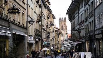 Der Oberamtmann des Saanebezirks hat die verlängerten Ladenöffungszeiten in der Stadt Freiburg im Advent annulliert (Archivbild).