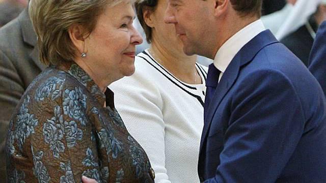 Medwedew begrüsst Naina Jelzin