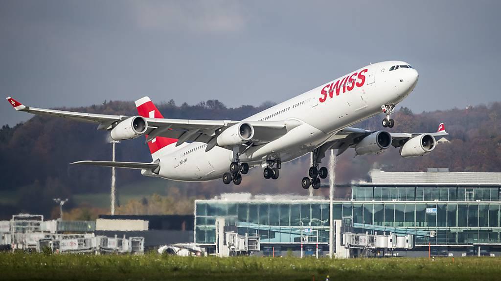 In Flugzeugen kommen klimafreundliche Antriebe laut einer Studie erst in den späten 2030er-Jahren zum Zug. Die längste Entwicklungszeit erfordern batterie-elektrische Antriebe.(Archivbild)