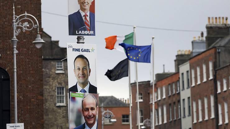 Bei der vorgezogenen Parlamentswahl in Irland zeichnet sich ein enges Rennen zwischen drei Parteien ab. Die Partei von Regierungschef Leo Varadkar, Fine Gael, liegt gemäss Nachwahlbefragungen hauchdünn in Führung. (Symbolbild)
