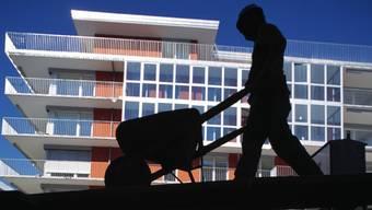 Gerade im Baugewerbe wird viel Arbeit schwarz verrichtet. Der Unia ist dies ein Dorn im Auge. (Symbolbild)