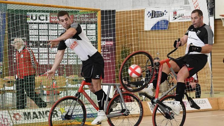 Schneidige Manöver und viel Klamauk: Am Weltcup messen sich die Radballer des VCR Möhlin mit der Elite
