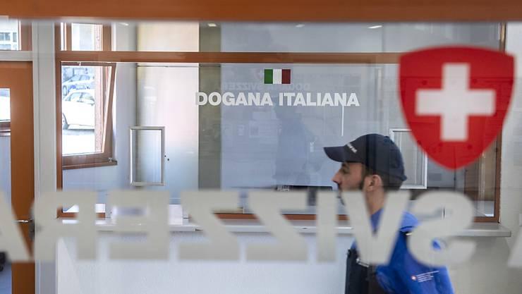 Gemäss einer Umfrage kann sich knapp ein Drittel der Tessiner vorstellen, den Wohnsitz ins nahe Italien zu verlegen.
