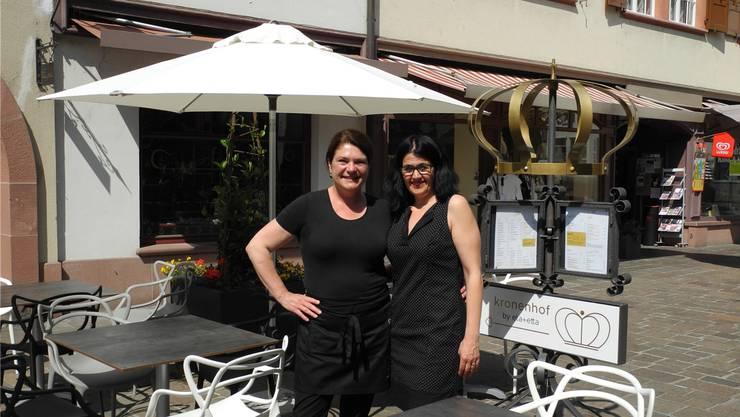 Gabriela Anda (l.) und Antonietta Tonto wirten neu im «Kronenhof». mf