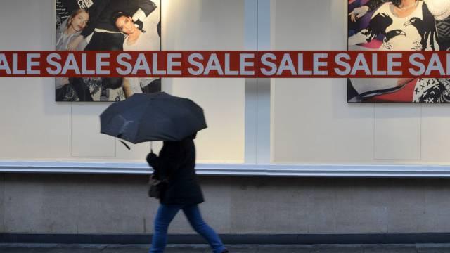 Der Ausverkauf leutet das Einkaufsjahr 2014 ein (Symbolbild)