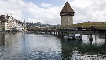 Bauten und Denkmäler stiften Heimatgefühle: Etwa die Luzerner Kapellbrücke. (Archiv)