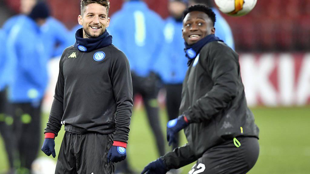 Die Spieler von Napoli freunden sich im Training mit dem Letzigrund an