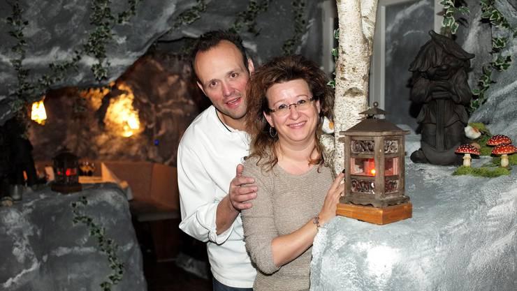 Das Wirteehepaar Gisela und Jörg Gschwind in der sogenannten Schlucht, in der sie Eventgastronomie anbieten.