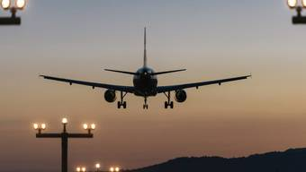 Am Flughafen Zürich sollen die spätesten An- und Abflüge künftig einige Minuten früher stattfinden.