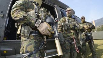 Die Armee klärt das Risikopotenzial ihrer Angehörigen seit 2011 vertieft ab. (Archiv)