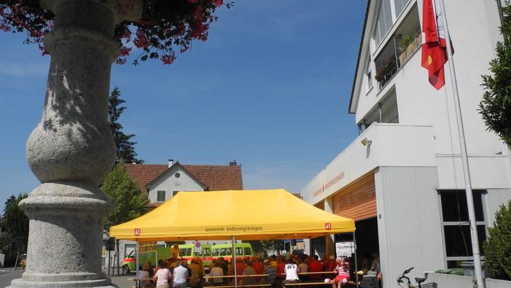 Die 1.-August-Feier in Unterengstringen wird vor dem Feuerwehrgebäude ausgetragen.