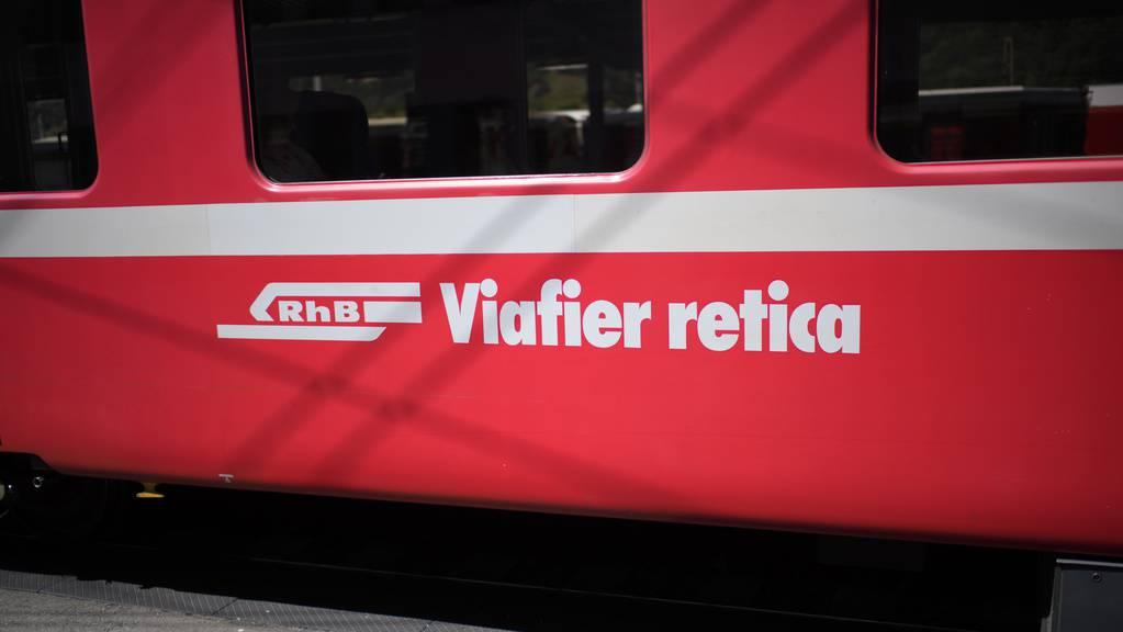 Vor einer Rüfe konnte eine Lokomotive nicht rechtzeitig bremsen. (Archivbild)