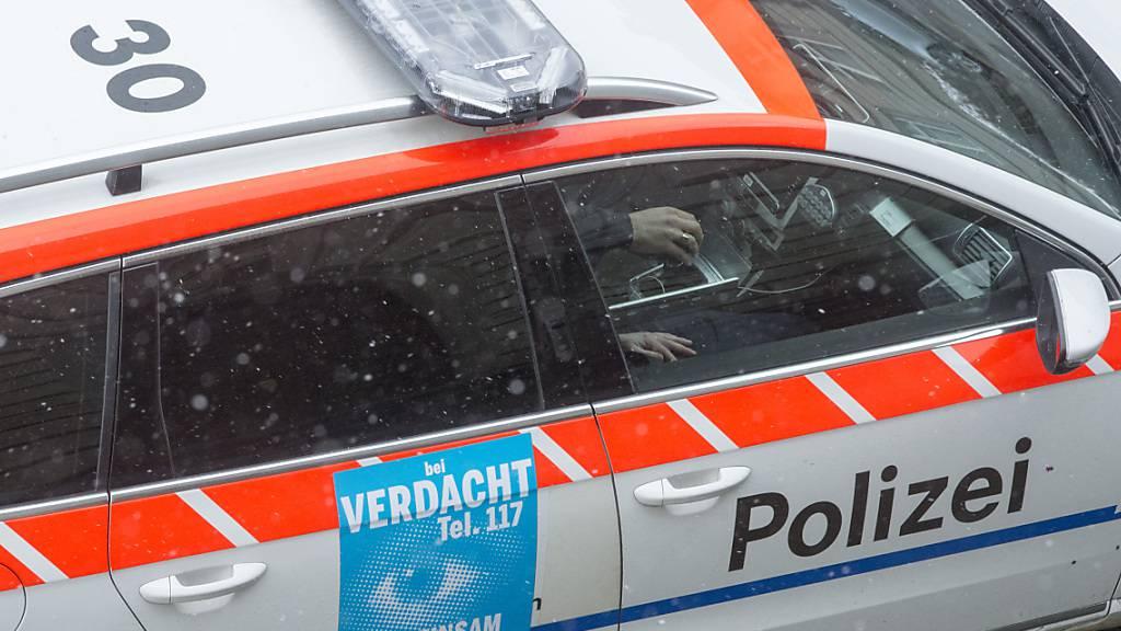Die Zuger Polizei hat am Freitagabend einen alkoholisierten Autofahrer aus dem Verkehr gezogen. (Symbolbild)