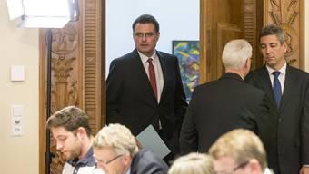 Auftritt Thomas Jordan: Der Nationalbank-Chef auf dem Weg zum Rednerpult, wo er am 15. Januar 2015 die Abschaffung des Euro-Mindestkurses und die Einführung von Negativzinsen erläutert.