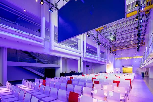 So könnte die alte Druckereihalle während eines Events aussehen; hier mit Theaterbestuhlung.