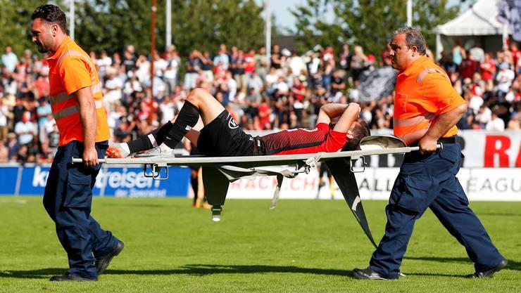 Im rechten Knie von Petar Misic reisst im FCA-Heimspiel Ende August 2017 gegen Vaduz so ziemlich alles, was reissen kann.