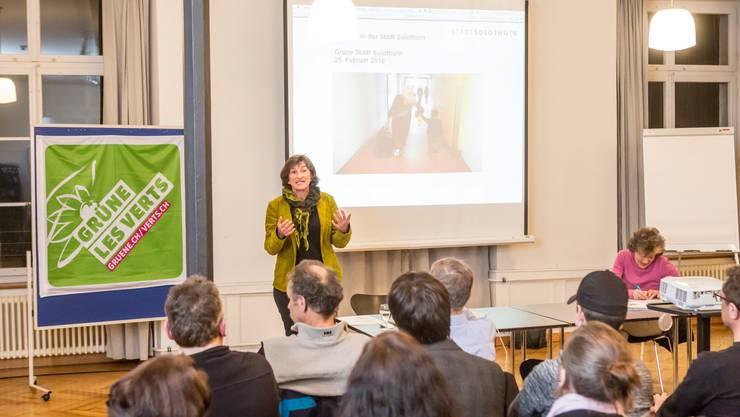 Domenika Senti, Leiterin der Sozialen Dienste der Stadt Solothurn, informierte über die hiesige Arbeit und Begegnung mit zugeteilten Asylsuchenden.